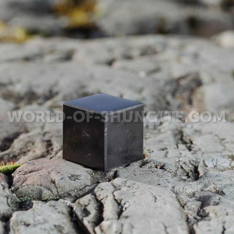 Shungite polished cube 3 cm