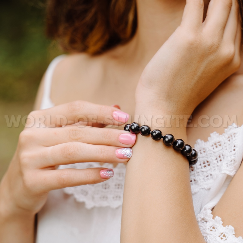 Shungite bracelet with lock