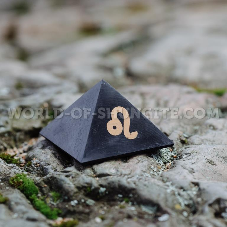 "Shungite pyramid ""Leo"""