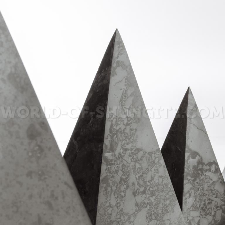 Polished high pyramid 3 cm
