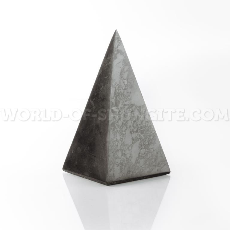 Polished high pyramid 4 cm