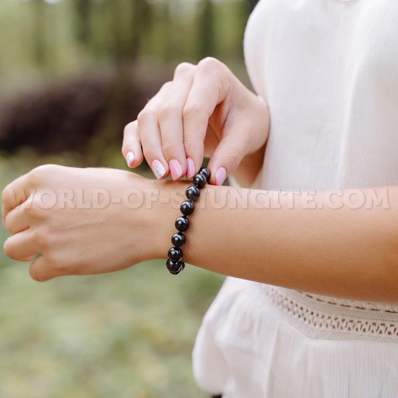 Shungite stretchy bracelet with glass 10mm