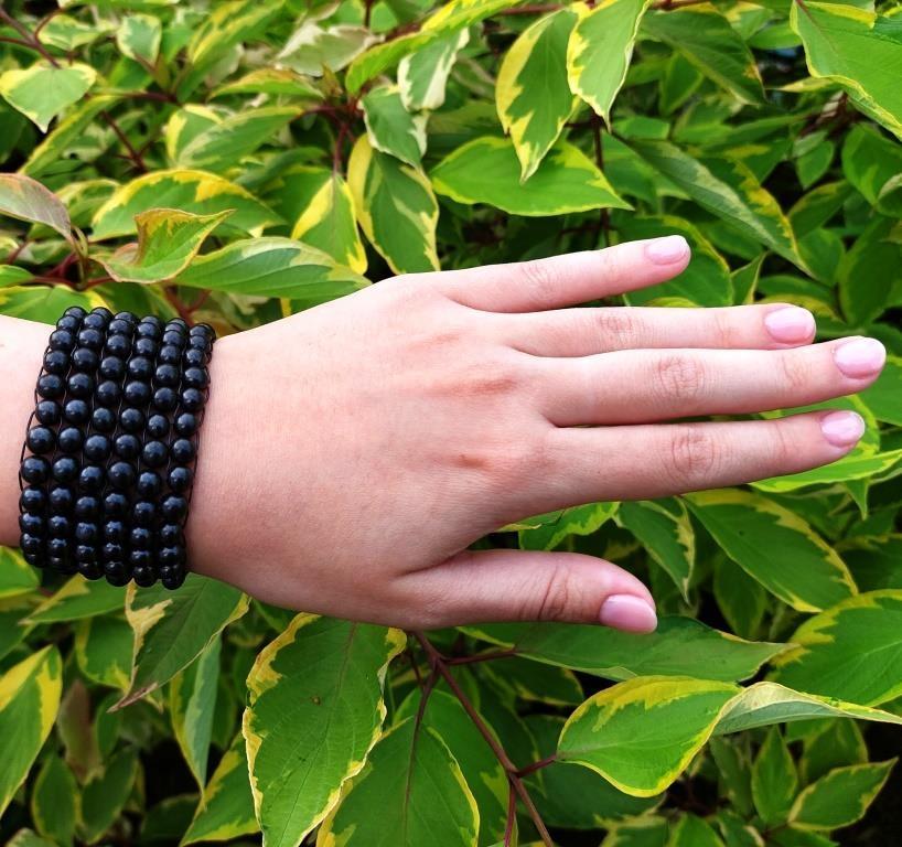 Six-row bracelet made of shungite
